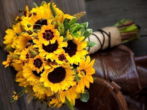 bo hoa cuoi huong duong la mot lua chon tuyet voi cho co dau ca tinh