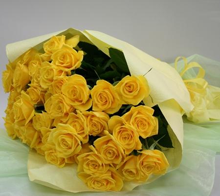 y nghia hoa hong vang tuong trung cho dieu gi