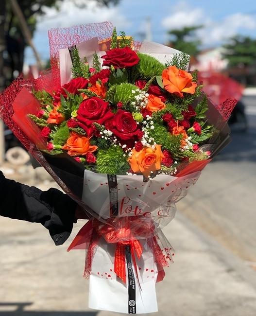 lua chon hoa cho ngay 20 10 the nao phu hop