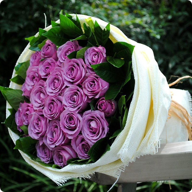 top 3 bo hoa sinh nhat sang trong mau tim lang mang tang ban gai